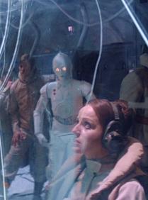 K-3PO behind Toryn Farr